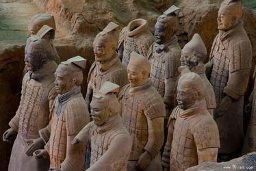 兵马俑怎么做成的,秦始皇兵马俑里面是真人吗?