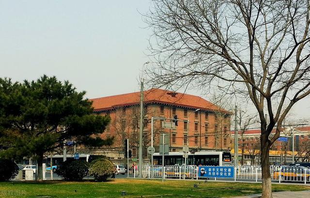 北京有哪些大学,学生想去北京上大学?一定要看这5所专业性明显的大学,优势大