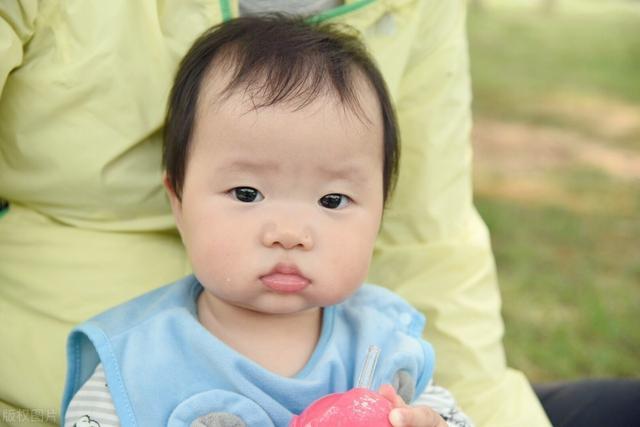 婴儿湿疹的症状,起在孩子身上,疼在父母心上,全面了解湿疹让宝宝不再哭闹