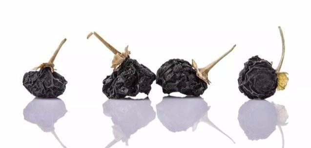 黑枸杞的功效和吃法,每天吃点黑枸杞,最大的收获并不是抗氧化!干嚼吃好还是泡水好?
