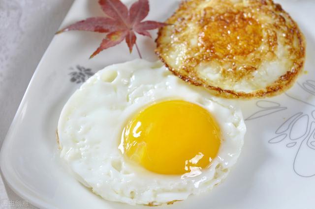 荷包蛋的做法,煎荷包蛋,冷油下锅还是热油?分享正确做法,鸡蛋又圆又嫩不粘锅