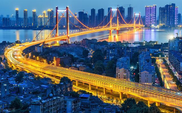 在我国人均收入排到前二十的大城市是什么?