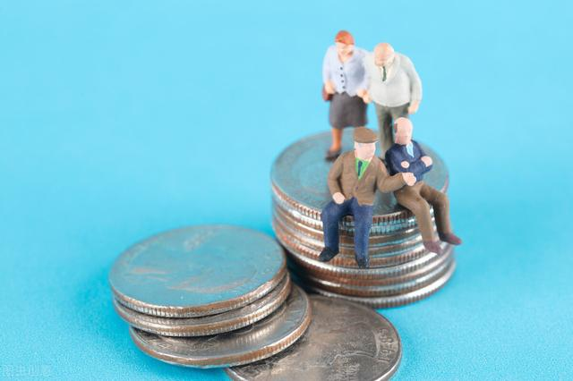 养老金上调最新消息,养老金上涨,高龄退休人员会有倾斜照顾,那么多少岁是高龄呢?