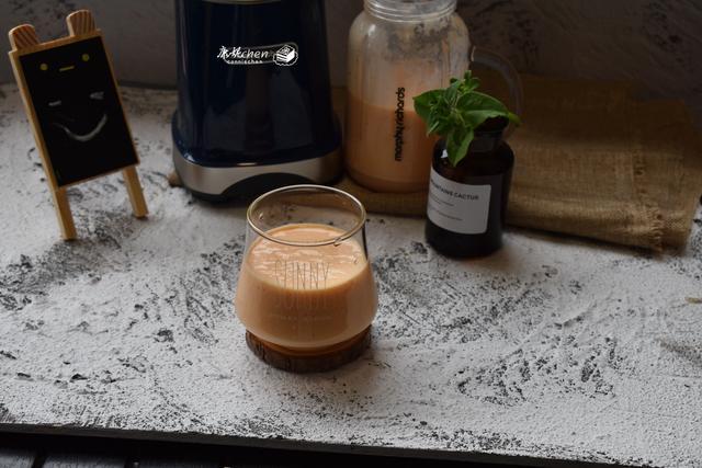 奶昔怎么做,1杯牛奶和它两步做好一杯奶昔,每天一杯润肠助消化,皮肤水嫩嫩