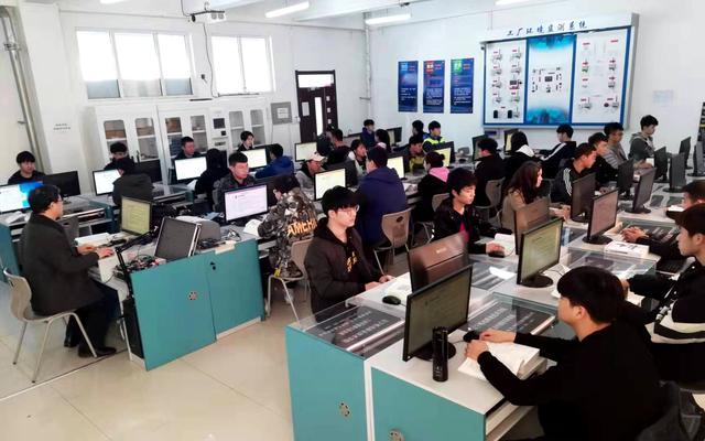 """计算机有哪些专业,计算机类含金量""""最高""""的4个专业,就业前景好,一毕业就高薪"""