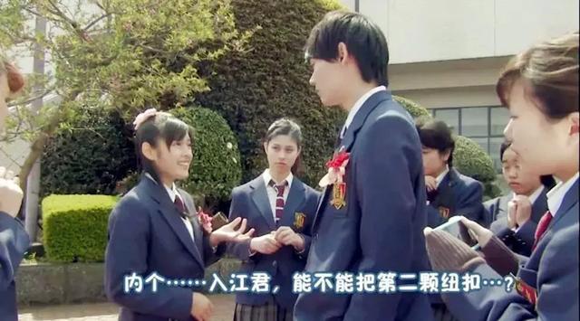 日本小学生,日本一小男孩向喜欢的女生告白,意外被记者抓拍全程直播