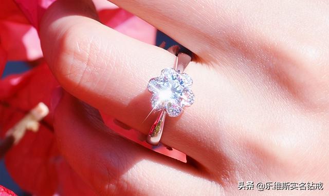 的意义,佩戴戒指的意义是什么?为什么女性都喜欢戴戒指?