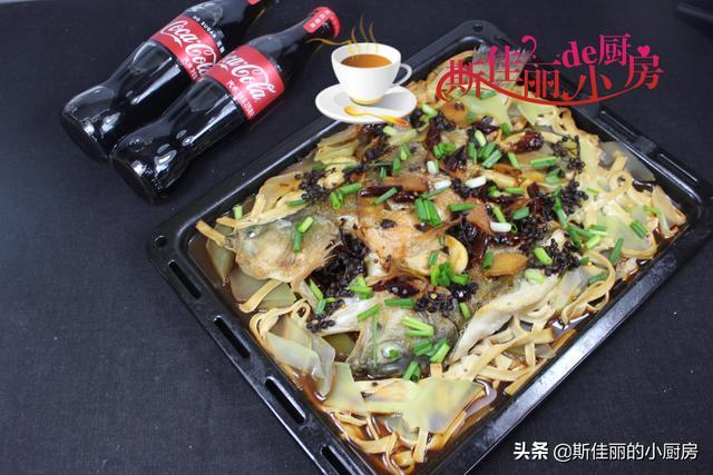 烤鱼的做法,大厨教你家常烤鱼做法,香辣可口,鱼肉鲜嫩入味,好吃停不了筷子
