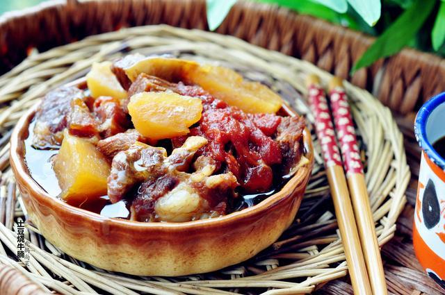 土豆烧牛肉的做法,牛肉直接加它炖,软烂醇香多汁,无油不用炒,儿子隔天就要吃一顿