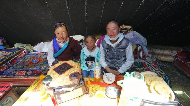 拉萨美食,去西藏旅游,遇到这10样小吃别错过,感受当地人的生活