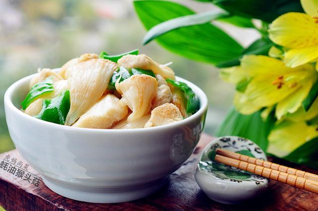 猴头菇的吃法,过年,素炒猴头菇,不焯水,没苦味,清鲜爽滑益脾胃,附素菜8道