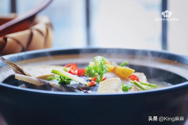乌鱼汤的做法,它是淡水里最凶狠的鱼,用它来炖汤,奶白鲜香,味道一绝