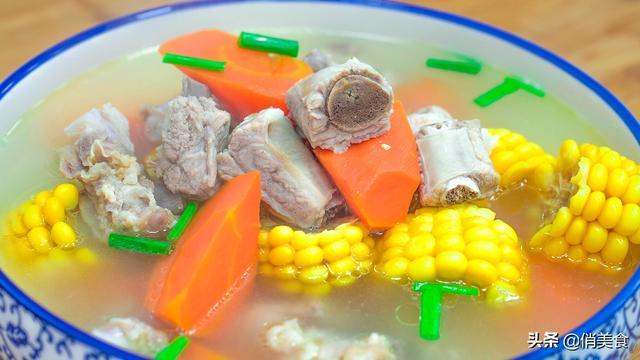炖排骨的做法,炖排骨汤时,记住不要直接炖,告诉你小诀窍,排骨汤鲜肉嫩无腥味