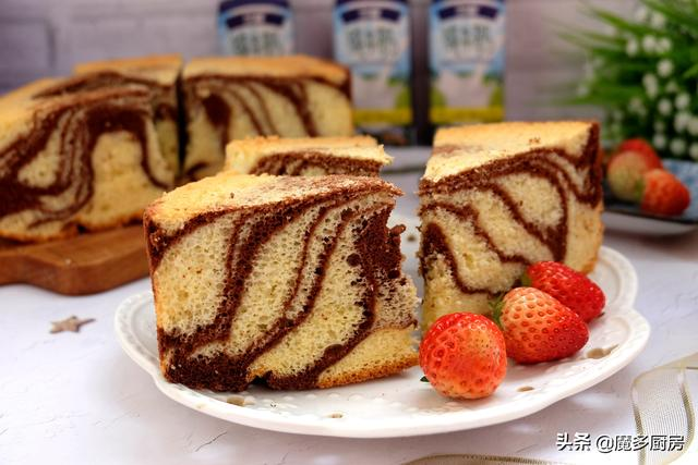 蛋糕的做法,这个蛋糕做法好,无油低糖配方简单实用,两种颜色好看又好吃