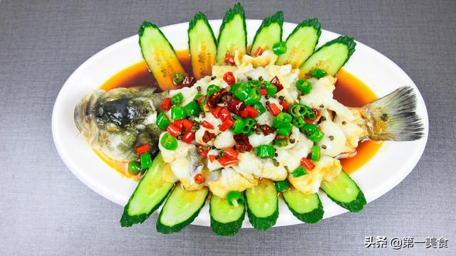 鱼片怎么做,年夜饭跟着厨师长学做鲈鱼,清淡鲜嫩,不腥不腻,端上桌争着吃