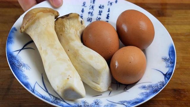 杏鲍菇怎么做好吃,2个杏鲍菇,3个鸡蛋,简单一做,我家一周吃6次,每次都不够吃