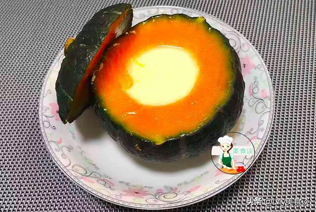 南瓜的吃法,冬天南瓜俏,和牛奶是绝配,蒸一蒸就上桌,营养又美味,孩子爱吃