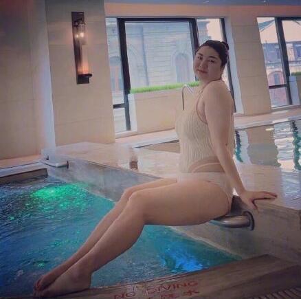 """杨天真晒大码泳装照被赞,喜欢""""白幼瘦""""和女团的人改邪归正了吗"""