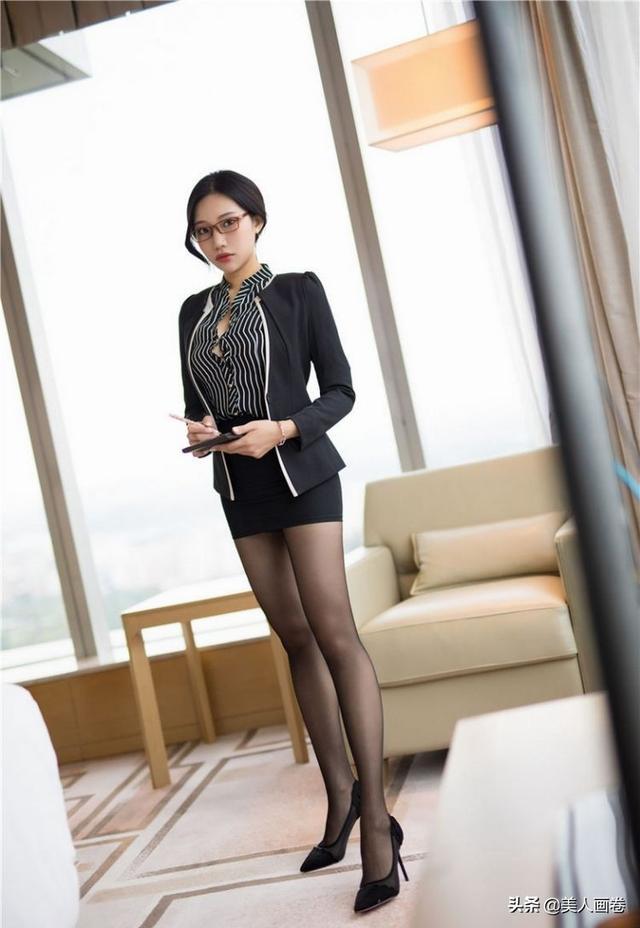 裸女图片,美女壁纸图片:女秘书办公室黑丝照