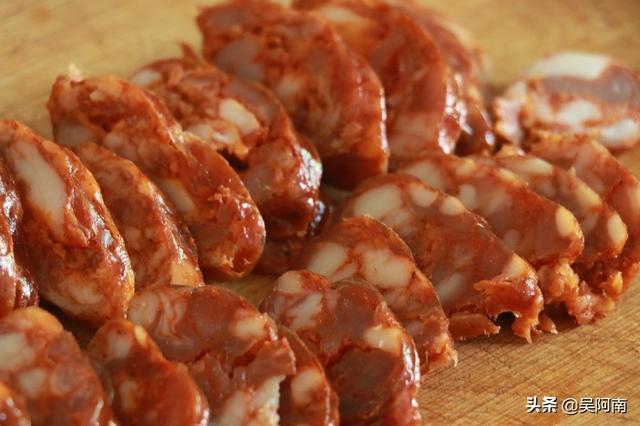 腊肠的吃法,这才是腊肠的正确吃法,麻辣鲜香,好吃又下饭,先收藏起来