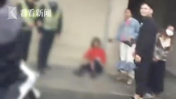 2岁孙女走丢,奶奶当场哭晕在地,多亏了他们 全球新闻风头榜 第2张