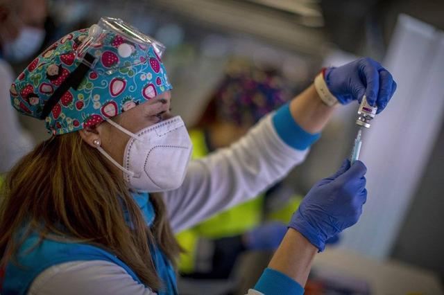 """疫情最新消息,海外疫情早报:普京接种新冠疫苗,美主持人时隔一年为""""中国病毒""""道歉"""