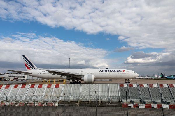 参考消息网,英媒:巨额债务影响全球航空业复苏