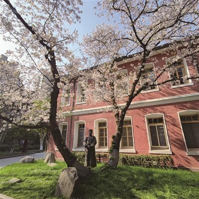"""周树人简介,杭高校园里也有两棵""""樱花王""""是鲁迅先生当年亲手种的吗?"""
