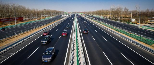 清明节日期,4月3日零点至4月5日24时,清明假期高速路小客车免费