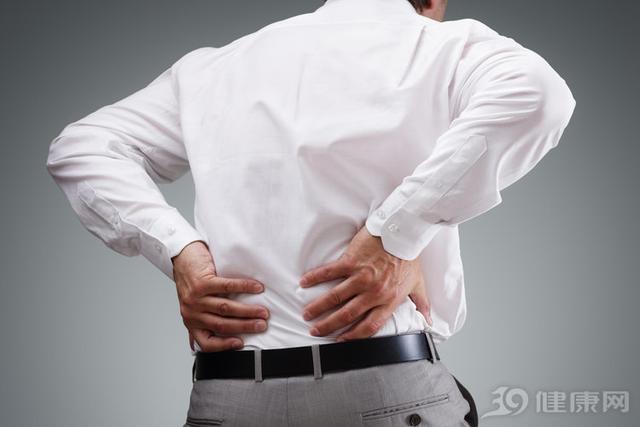"""腰部酸痛是怎么回事,为腰痛""""正名""""!腰经常酸痛,4个原因逐一排除"""