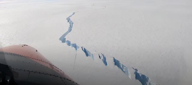 南极再次敲响警钟!一座城市那么大的冰山破裂,危难已提前到来
