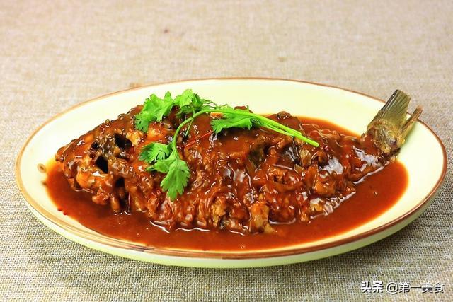 红烧鱼怎么做,厨师长分享红烧鱼的正确做法,里面有几个技巧,学会了都能做好