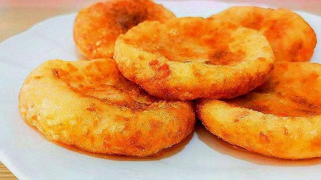 土豆饼怎么做,土豆饼这样做最好吃,不用加面粉,改用它,饼不干不硬香软美味