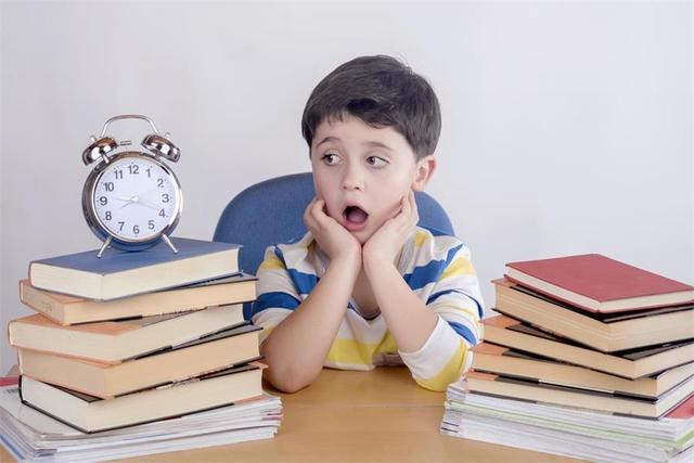 """小学教育,""""幼儿园不让教,小学又要有基础"""",家长:我自己教,老师干啥?"""