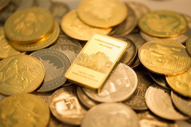 洪水泛滥成灾、货币宽松代表什么意思