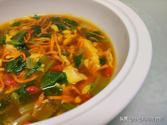 虫草花的吃法,5分钟就能搞定的虫草花煎蛋汤,清爽鲜甜不油腻,连喝两碗都不够