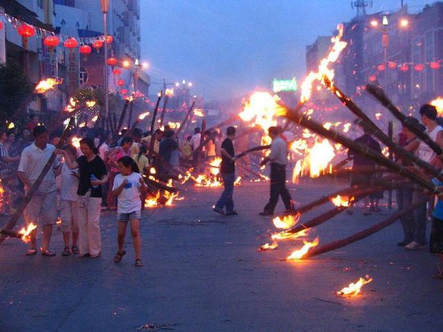 彝族的传统节日是什么,火把节为何又叫星回节?关于火把节居然还有着这样的故事