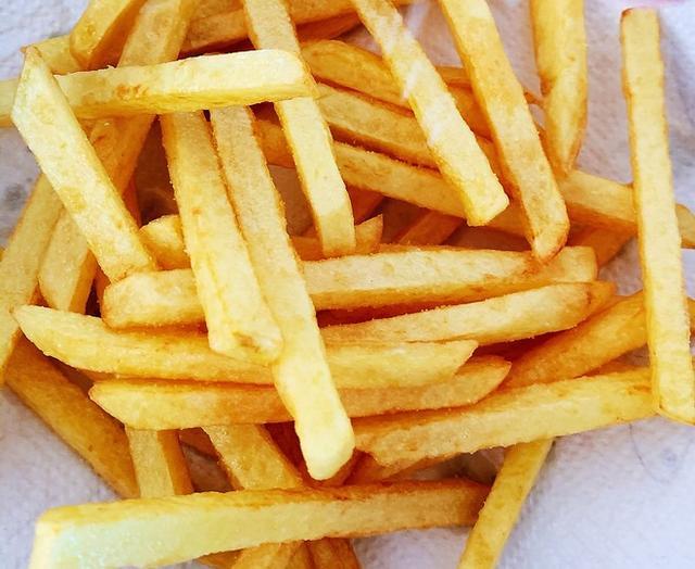 薯条怎么做,教你在家炸薯条,成本也就2块钱,金黄酥脆,和肯德基的一样好吃
