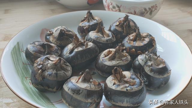 马蹄糕的做法,夏季超火的马蹄糕,教你家常做法,配方详细,口感冰爽Q弹又好吃