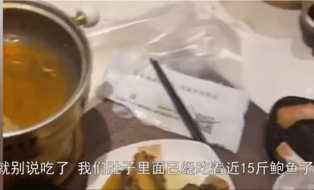 来进货的?顾客吃自助餐自带塑料袋打包贵菜,老板:气得我手哆嗦 全球新闻风头榜 第2张