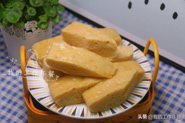 红糖发糕的做法,红糖发糕最简单的做法,简单一搅,又松又软又筋道,比蛋糕还好吃