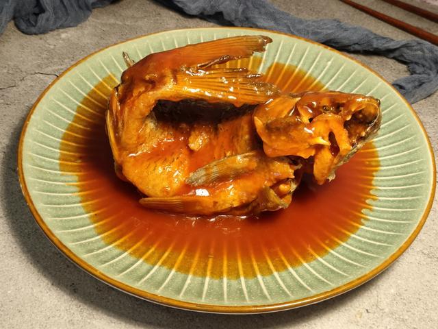糖醋鲤鱼的做法,年夜饭少不了的糖醋鱼做法,掌握好糖醋汁比例54321,一次就成功