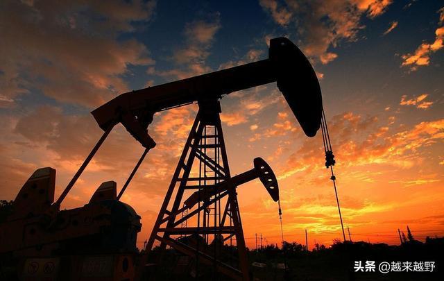 最新油价调整最新消息,涨九次降一次、涨一块降一毛:月底油价再调整,苍蝇再小也是肉