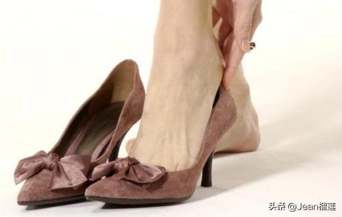 鞋磨脚后跟的小妙招,鞋磨脚后跟,什么办法可以解决?