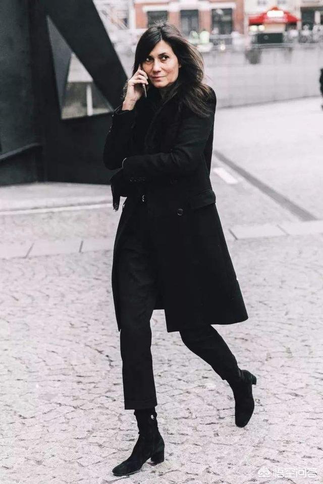 灰色裤子搭配上衣图,灰色裤子可以搭配哪些上衣?
