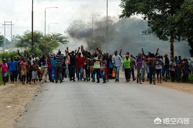 如何看待美国指责津巴布韦等国干涉美国内政?