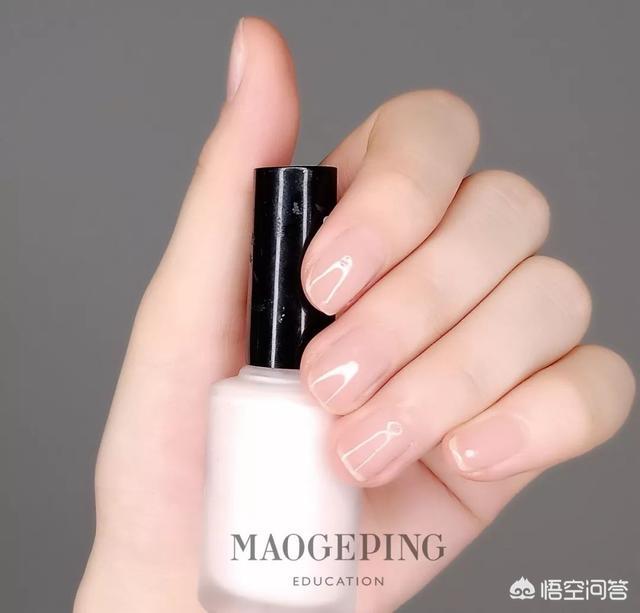 2013最新爱心桃美甲图案:用灰色和粉色的指甲油可以打造怎样的美甲?(相关长尾词)