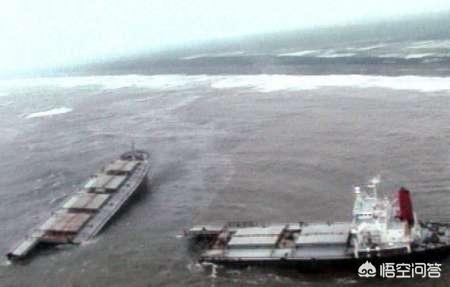 排水量高达十万吨的福特级航母,遇上12级台风,