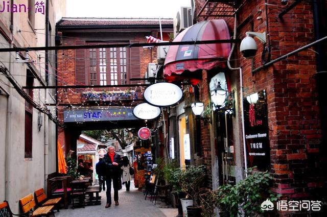 性感胸罩 :在上海有哪些便宜点的酒店和吃喝玩乐的地方?