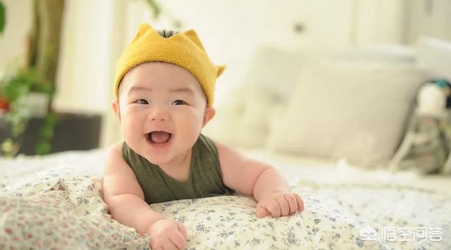 请问八个月的宝宝能做些什么样的身体锻炼?